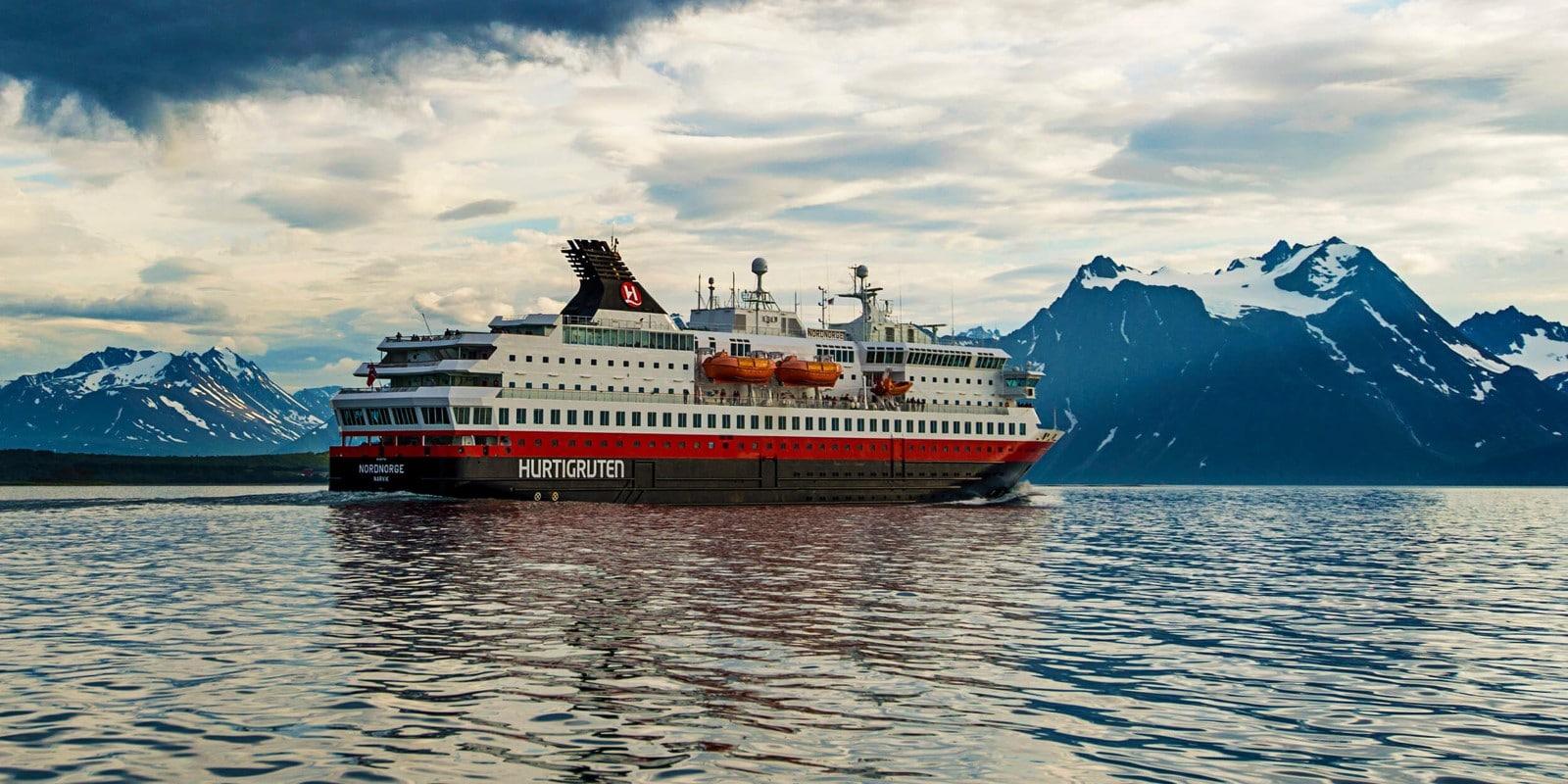 Hurtigruten stellt Betrieb nach Corona-Ausbruch vorübergehend aus