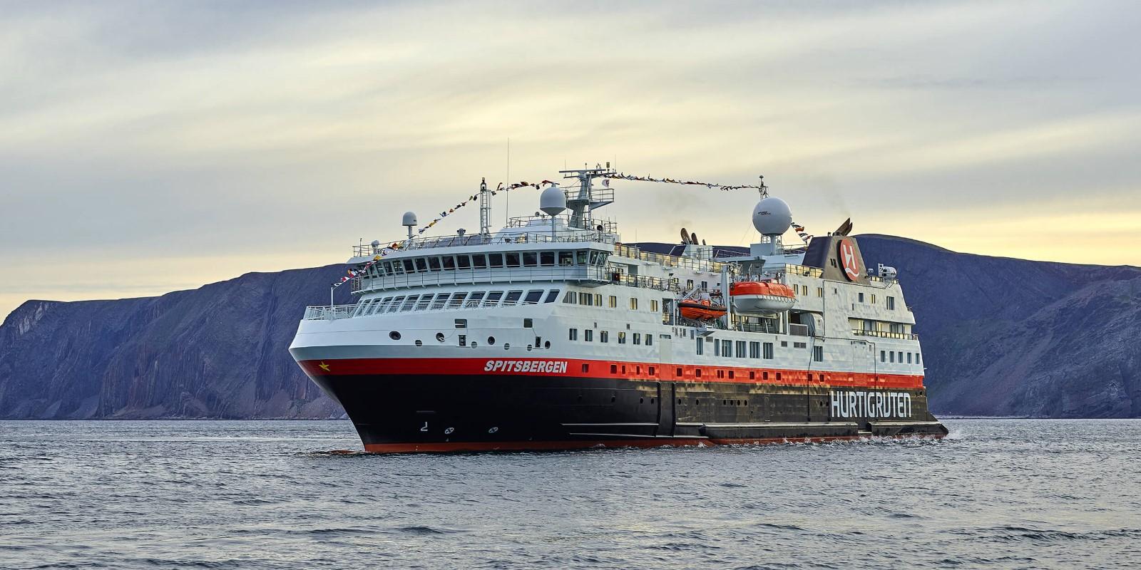 Arktis in Echtzeit: Eine neuntägige Hurtigruten Expedition vom Sofa aus erleben