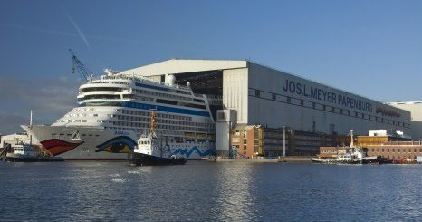 AIDAnova verlässt Baudock der Meyer Werft in Papenburg