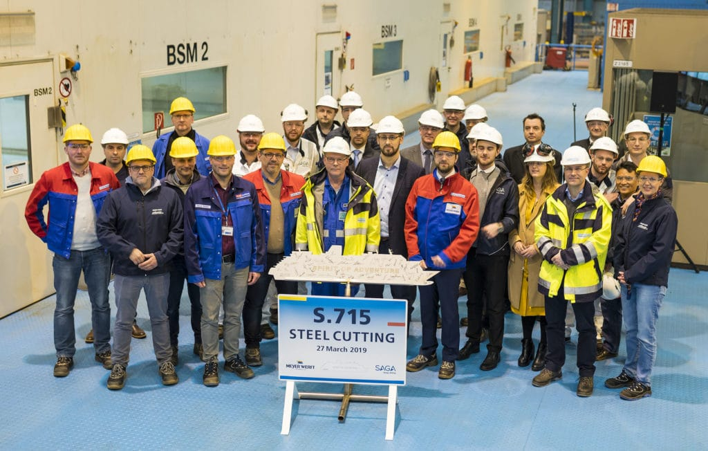 Stahlschnitt der Spirit of Adventure auf der Meyer Werft